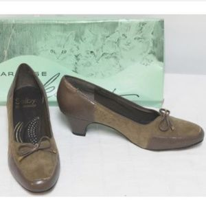 VTG Seby 5th Avenue Ave Suede Heels Loafers Sz 7B